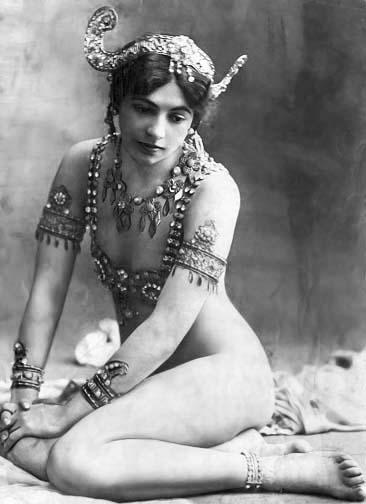 1907- Mata Hari