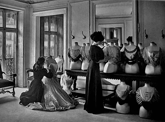 1907 - Behind the scenes at the House of Worth