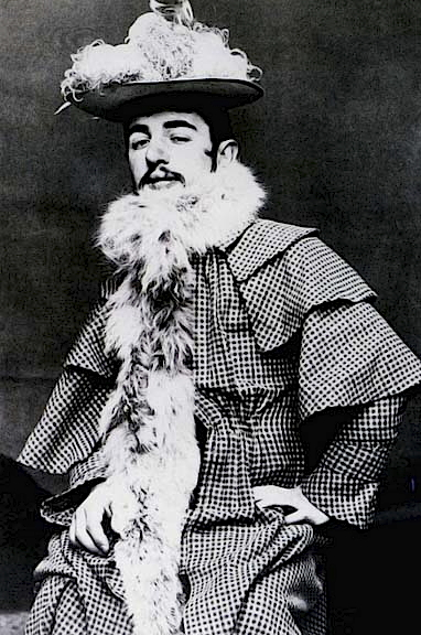 1892 - Toulouse-Lautrec in Jane Avrils clothes