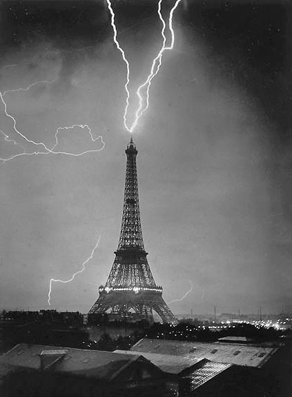 1902 - First photo of lightning striking the Eiffel Tower