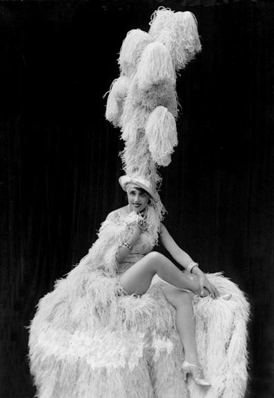 1919 - Mistinguett at the Moulin Rouge