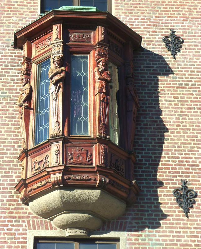 BEAUTIFUL ORIOLE WINDOW