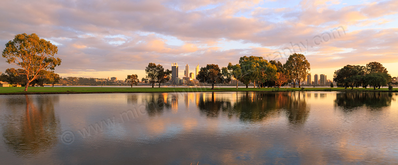 Sunrise by the Swan River, 14th August 2013