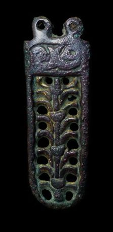 Strapend, 45 mm, showing tree and two creatures with facing heads in the panel at top, Yorkshire. Thomas Class E.