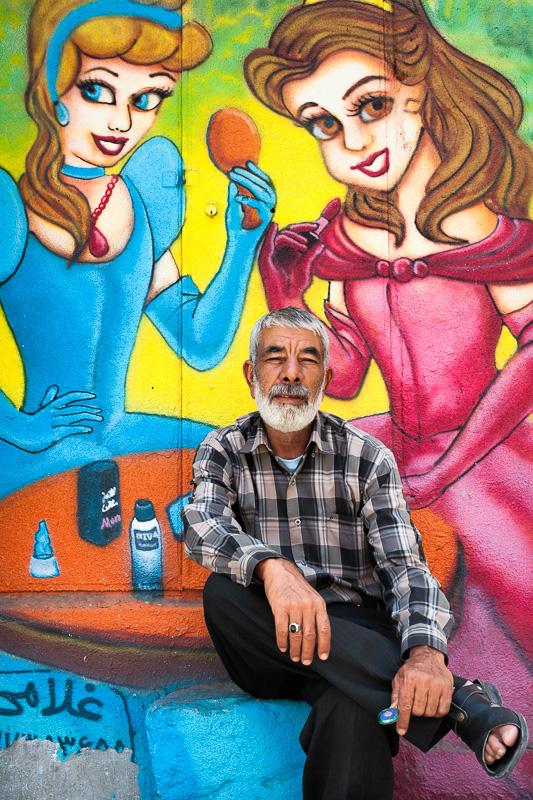 Man with two women - Shiraz