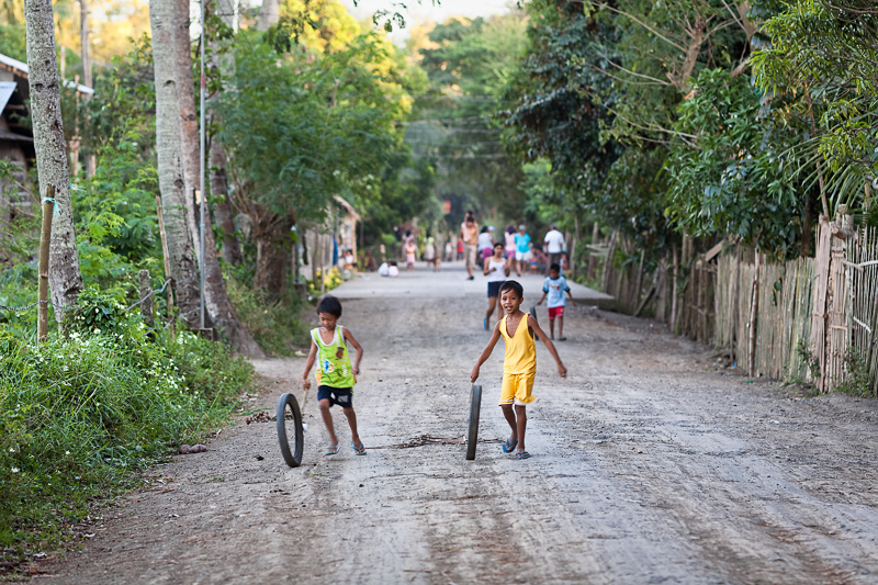Poor children playing - Philippines