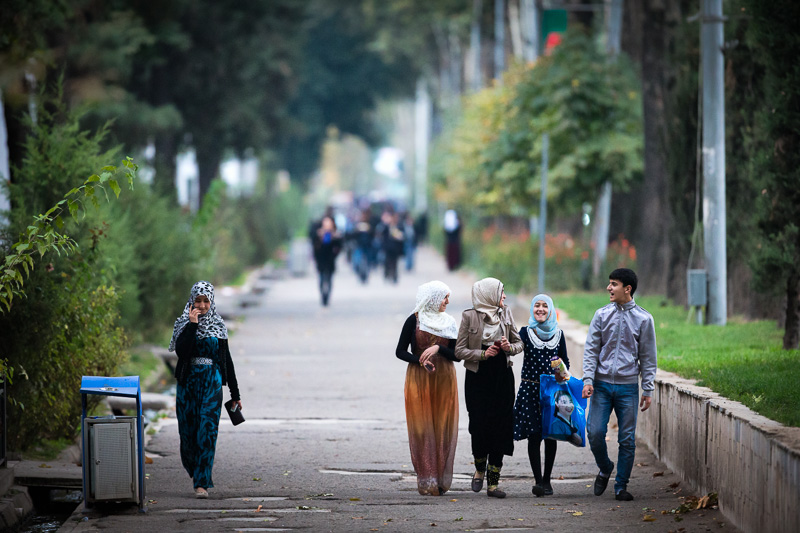 Friends walking - Dushanbe