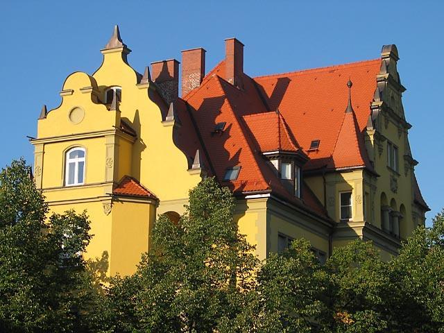 MÜNCHEN YELLOW HOUSE