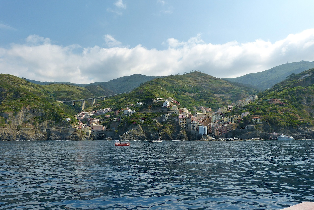 307 CT Boat ride Riomaggiore 944.jpg