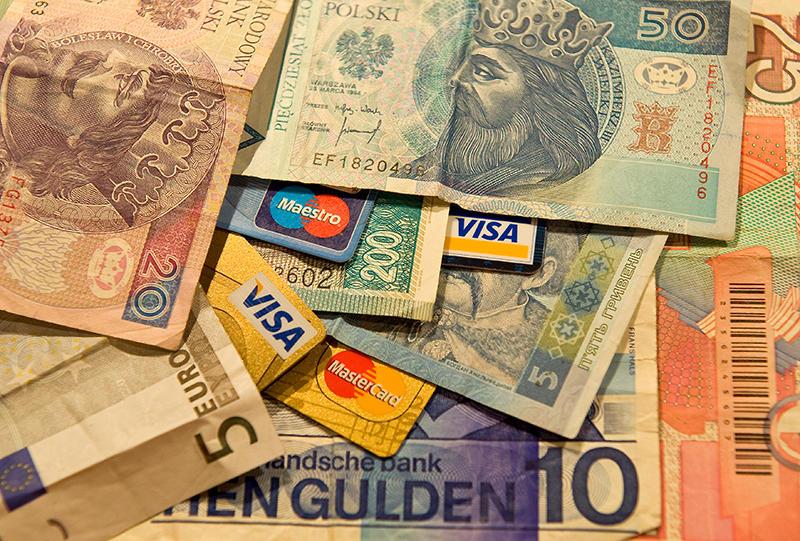 project report on plastic money