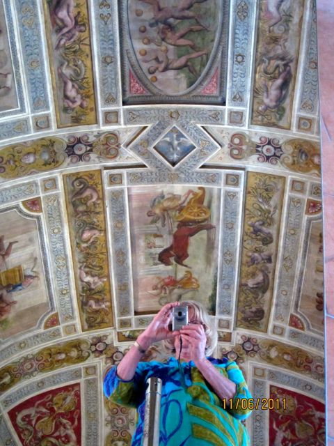 Ferrara,  Viewing the decorated ceilings of Castello Estense
