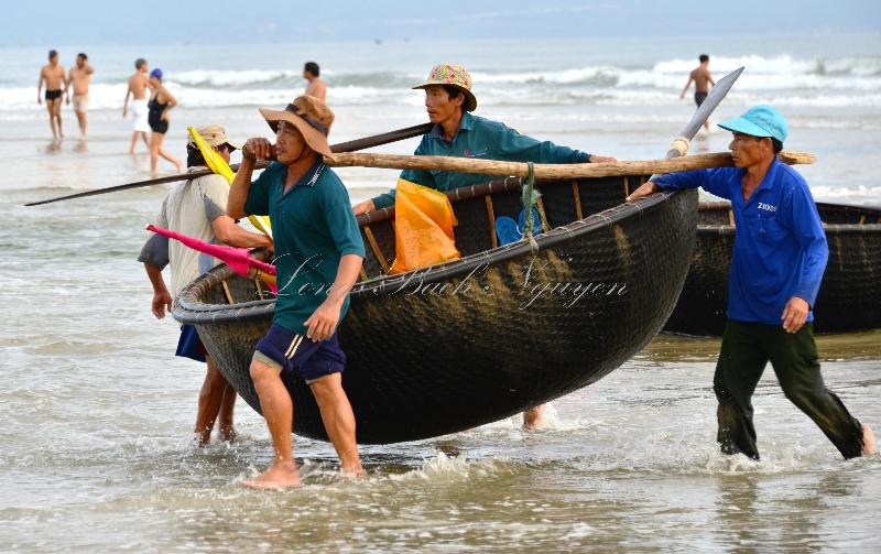 heavy round fishing boat, Da Nang, Vietnam