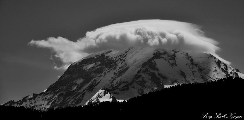 Mt Rainier, Cap Cloud, Cascade Mountains, WA