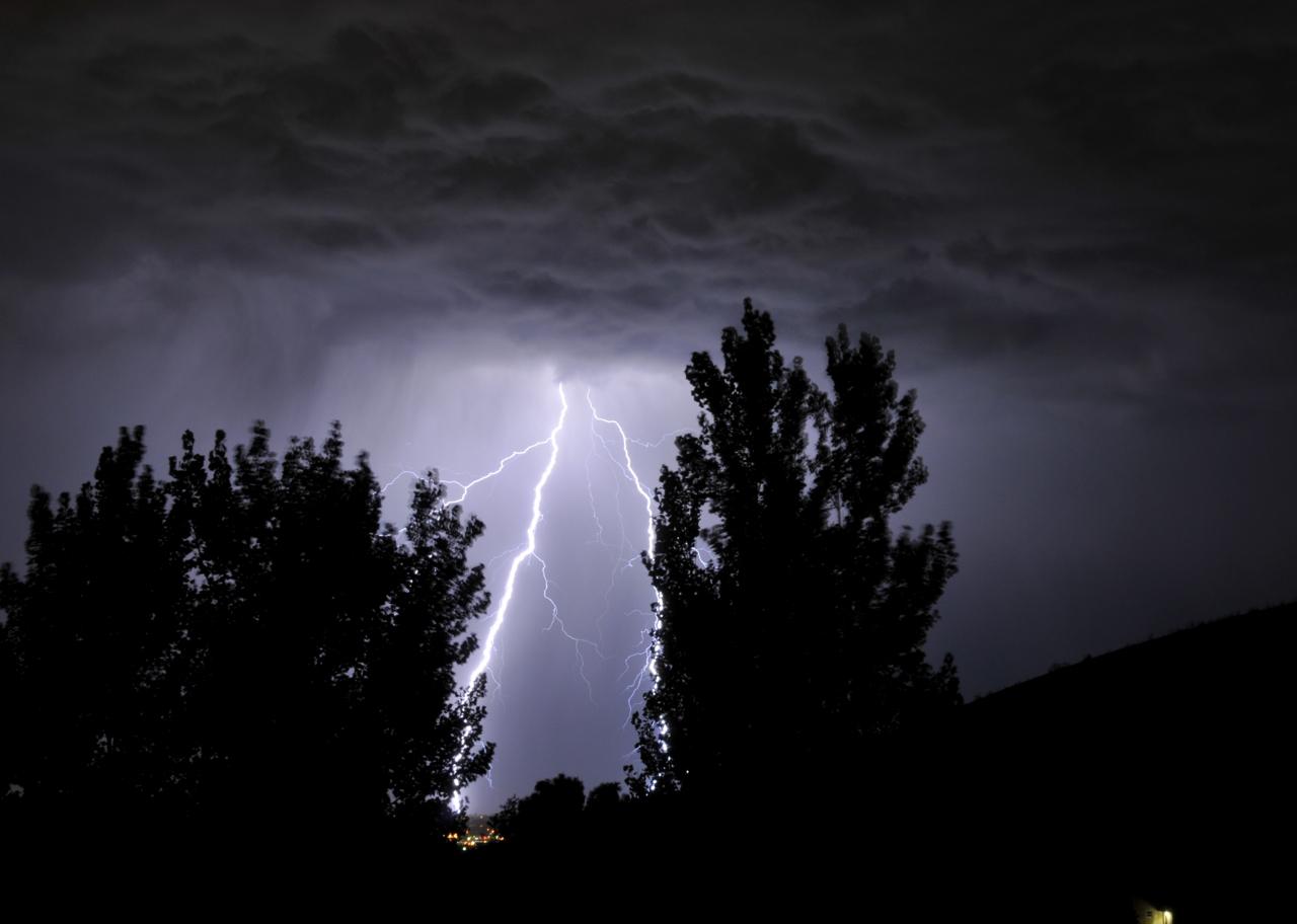 Lightning in Pocatello _DSC1436.jpg