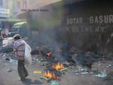 Fuego  producido al  encender droga  en la basura