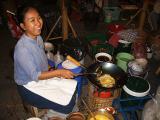 Frying omelet