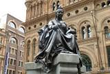 Queen Victoria Statue P1000455.JPG