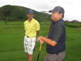Monchit and Ed Bunyi, exchanging pleasantries