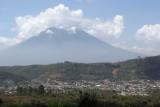 Panoramica de la Cabecera Municipa (Volcan de Agua al Fondo)