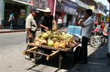 Ventas de Cocos son Comunes en el Poblado