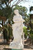 Estatuas Adornan el Parque de la Poblacion