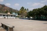 Cancha Deportiva a un Costado del Parque