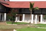 Convento a un Costado de la Iglesia