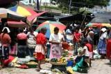 Escena Cotidiana en el Mercado Local