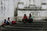 Habitantes en el Atrio de la Iglesia