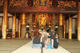 Oracion en Templo Budista