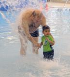 piscine_2010 12 16_0021--antonio et troy--1000.jpg