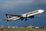 SINGAPORE AIRLINES BOEING 777 300ER SYD RF IMG_4993.jpg