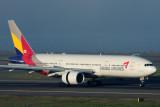 ASIANA AIRLINES BOEING 777 200 SYD RF IMG_1636.jpg