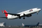 JAPAN AIRLINES BOEING 737 800 KIX RF IMG_8672.jpg
