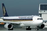 SINGAPORE AIRLINES AIRBUS A330 300 KIX RF IMG_8704.jpg