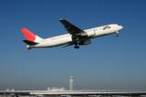 JAPAN AIRLINES BOEING 767 300 KIX RF IMG_5487.jpg