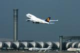 LUFTHANSA BOEING 747 400 BKK RF IMG_2536.jpg