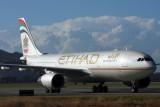 ETIHAD AIRBUS A330 200 BNE RF IMG_0109.jpg