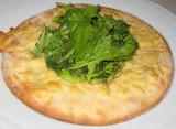 Pizza Blanca con parmesano fundido y rucula