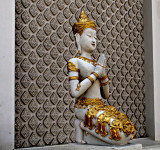 Wat Dokkam, angel offering a wai