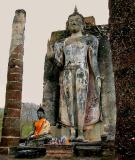 Big and little Buddha images