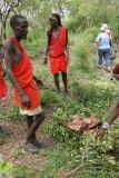 Repas pris en compagnie de plusieurs Moranes qui ont fait cuire les deux chèvres sacrifiées le matin