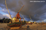 pescador sob luz dramtica.jpg