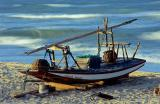 jangada com mar ao fundo borrado em longa exposicao na praia do Iguape