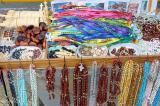 fitas e amuletos vendidos em Frente a igreja do bonfim