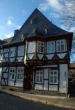 Ein typisches Fachwerkhaus mit Schieferdach in Goslar