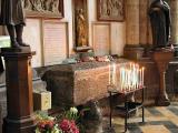 23 Tomb of Saint Erkembode 87001956.jpg