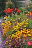 ... Mit neuen Farben ist geschmückt der Gärten Breite...