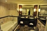 Dusit Thani Hotel Bathroom
