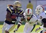 Jackets B-back Anthony Allen takes on Miami defenders